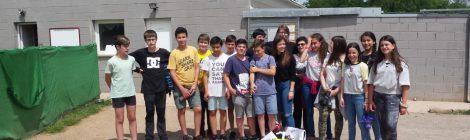 Els alumnes de 2n d'ESO tanquem el nostre projecte solidari regalant un somriure més!